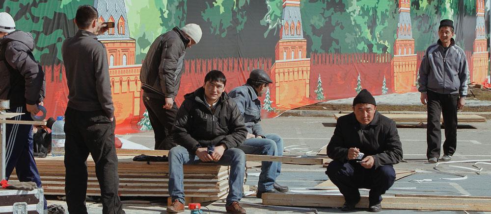 Более половины трудовых мигрантов Московской области трудоустроены нелегально