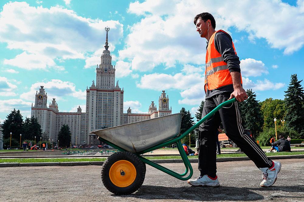 Как мигранты из Таджикистана влияют на экономику
