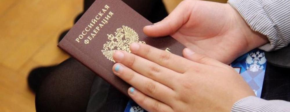 Появилась информация о том, сколько иностранных людей в России получили гражданство в 2019 году