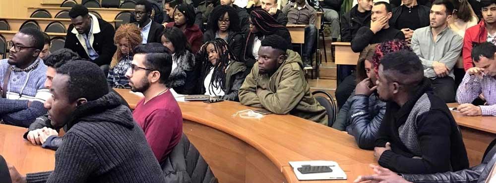 Студентам-иностранцам разрешили подрабатывать в России в период обучения